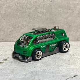Hot-Wheels-Hyperliner-Rugrat-Custom-Works-001