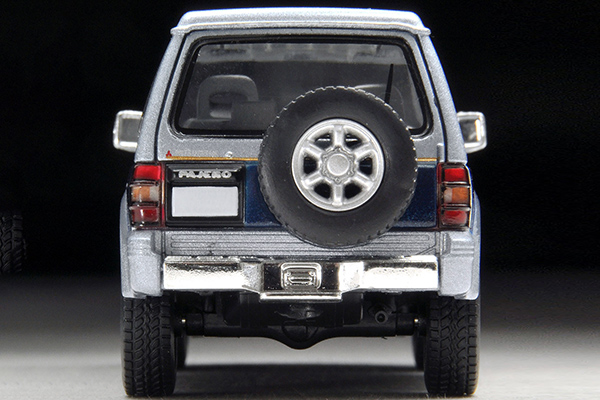 Tomica-Limited-Vintage-Neo-Pajero-Super-Exceed-Z-Silver-Blue-6