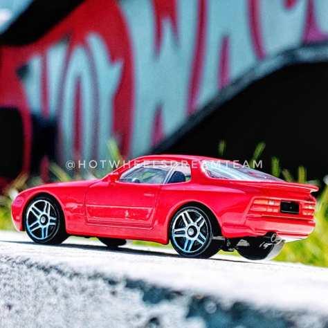 Hot-Wheels-89-Porsche-944-Turbo-006