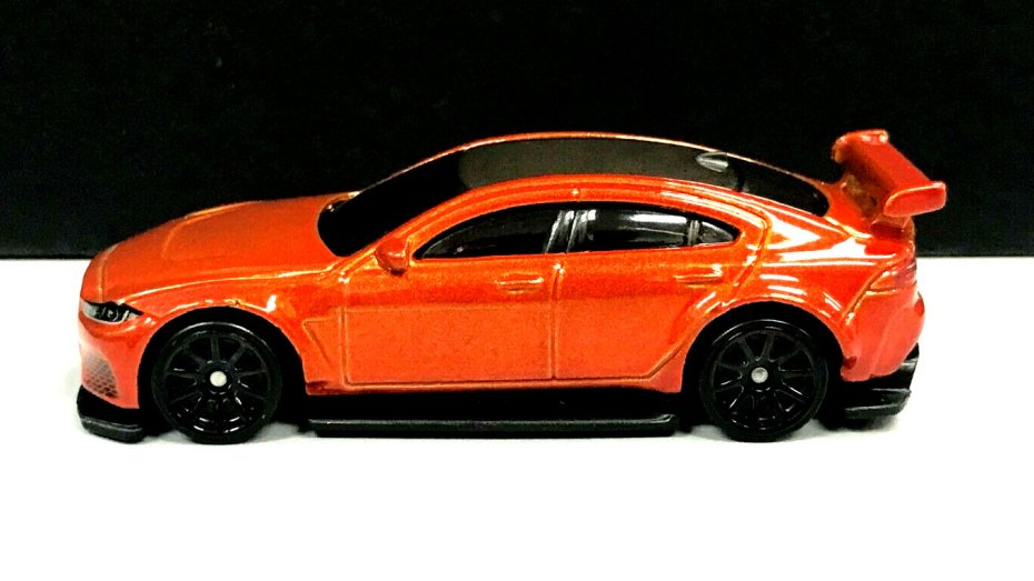 Hot-Wheels-Jaguar-XE-SV-Project-8-2