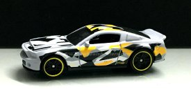 Hot-Wheels-10-Ford-Shelby-GT500-Super-Snake-Camouflage-001