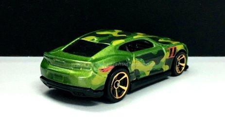 Hot-Wheels-Camouflage-18-Camaro-SS-002