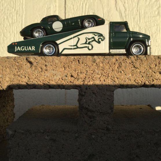 Hot-Wheels-Car-Culture-Team-Transport-Jaguar-002