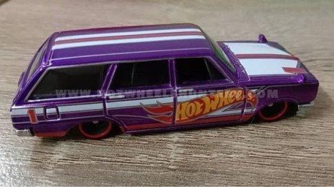 Hot-Wheels-Nissan-C10-Skyline-Wagon-001