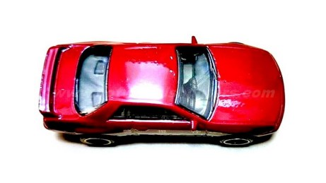 Hot-Wheels-Nissan-Skyline-GT-R-BNR32-002