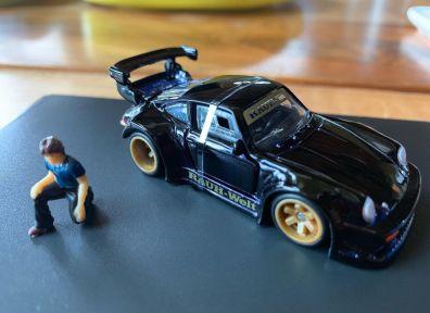 Hot-Wheels-Red-Line-Club-Porsche-RWB-002