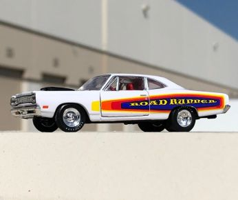 M2-Machines-Auto-Shows-Series-55-69-Plymouth-Road-Runner-004