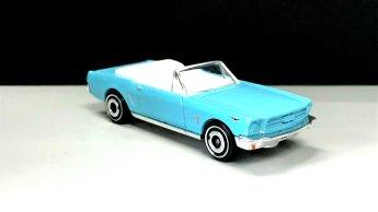 Hot-Wheels-65-Mustang-Convertible-003