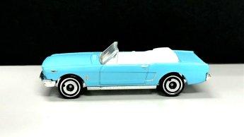 Hot-Wheels-65-Mustang-Convertible-004