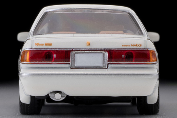 Tomica-Limited-Vintage-Toyota-Mark-II-Grand-Limited-Blanc-perle-006