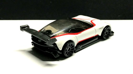 Hot-Wheels-2020-Aston-Martin-Vulcan-03