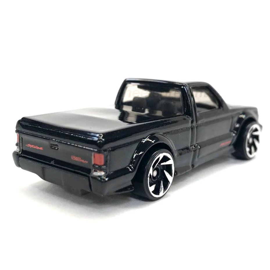 Hot-Wheels-2020-GMC-Syclone-003