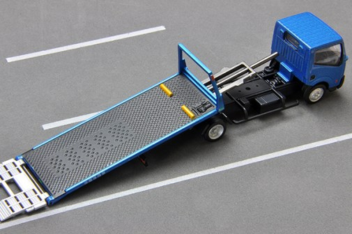 Tomica-Limited-Vintage-Nissan-Atlas-F24-Hanamidai-Auto-Safety-Loader-010