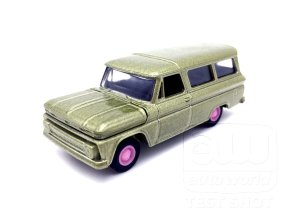 Auto-World-Chevrolet-Suburban-65-66-002