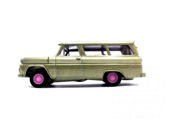 Auto-World-Chevrolet-Suburban-65-66-004