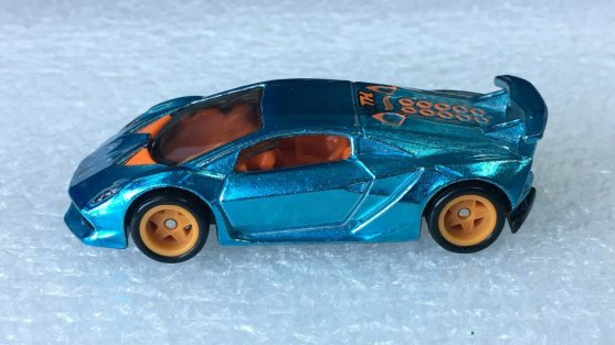 Hot-Wheels-Super-Treasure-Hunt-2020-Lamborghini-Sesto-Elemento-003