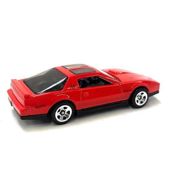 Hot-Wheels-2020-84-Pontiac-Firebird-Trans-Am-004