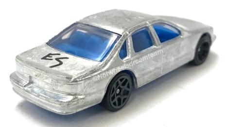 Hot-Wheels-2020-96-Chevrolet-Impala-SS-002
