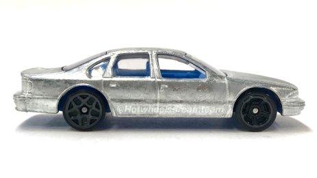 Hot-Wheels-2020-96-Chevrolet-Impala-SS-003