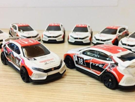 Hot-Wheels-2020-Mainline-2018-Honda-Civic-Type-R-002