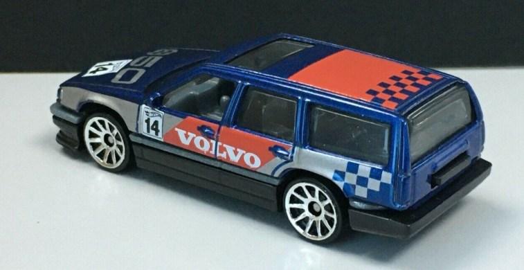 Hot-Wheels-2020-Mainline-Volvo-850-Estate-001
