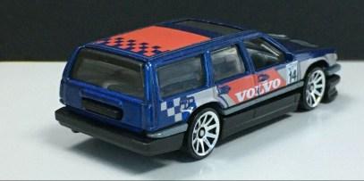 Hot-Wheels-2020-Mainline-Volvo-850-Estate-003