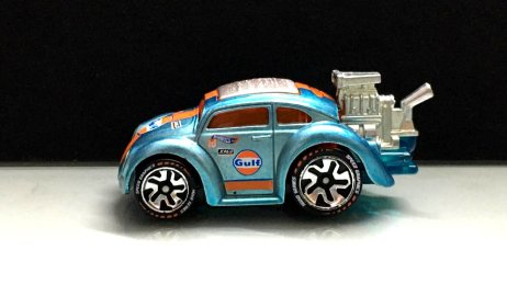 Hot-Wheels-id-2020-Volkswagen-Bettle-Tooned-Gulf-003