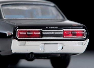 Tomica-Limited-Vintage-Neo-Nissan-Cedric-2000GL-Black-008