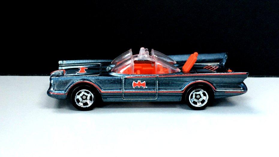 Hot-Wheels-id-2020-TV-Series-Batmobile-002