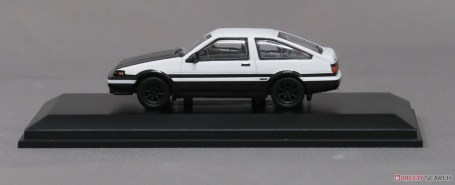 Kyosho-Initial-D-Toyota-Sprinter-Trueno-AE86-006