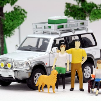 Tomica-Limited-Vintage-Neo-Diorama-Mitsubishi-Pajero-Midroof-Wide-VR-001