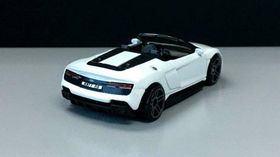 Hot-Wheels-Audi-R8-Spyder-002