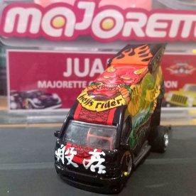 Toyota-HiAce-Drag-Bus-by-Arie-Topan-003