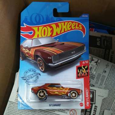 Hot-Wheels-Mainline-2020-67-Camaro-001