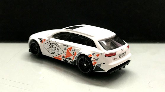 Hot-Wheels-Forza-Motorsport-2020-17-Audi-RS-6-Avant-003