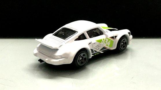 Hot-Wheels-Forza-Motorsport-2020-Porsche-934-Turbo-RSR-002