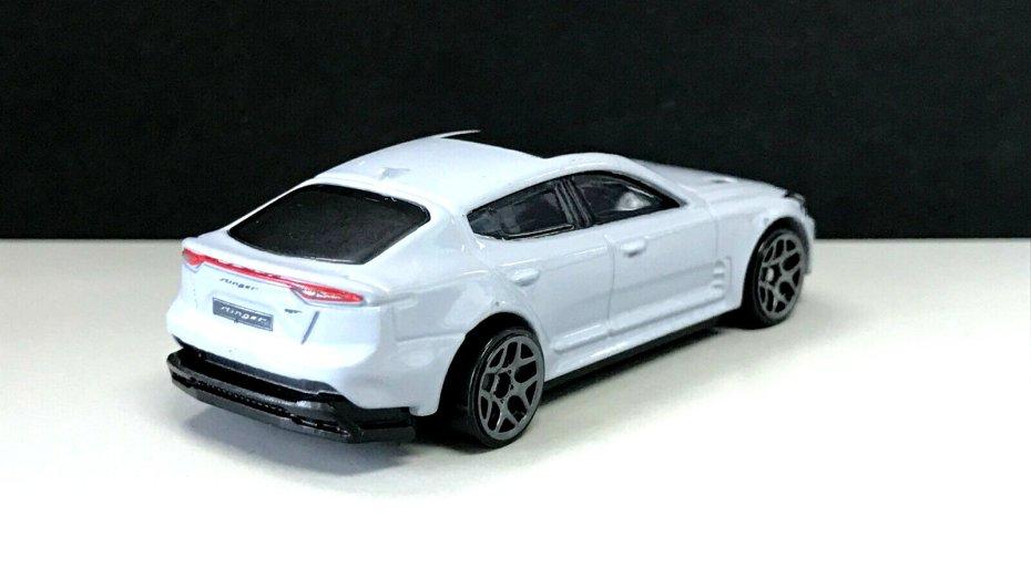 Hot-Wheels-Mainline-2020-KIA-Stinger-GT-002