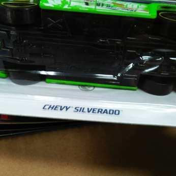 Hot-Wheels-Treasure-Hunt-2020-Chevy-Silverado-007