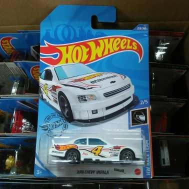 Hot-Wheels-Mainline-2020-10-Chevy-Impala-001