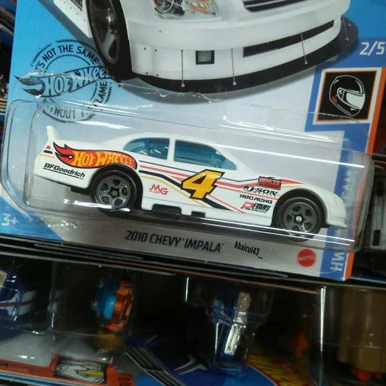 Hot-Wheels-Mainline-2020-10-Chevy-Impala-002