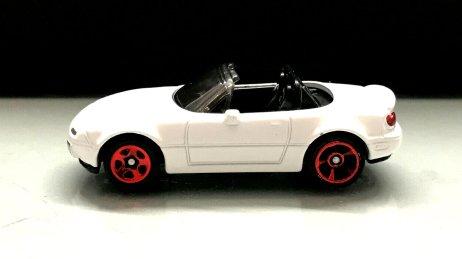 Hot-Wheels-Mainline-2020-Mazda-MX-5-Miata-001