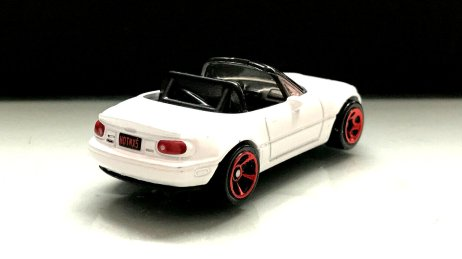 Hot-Wheels-Mainline-2020-Mazda-MX-5-Miata-002