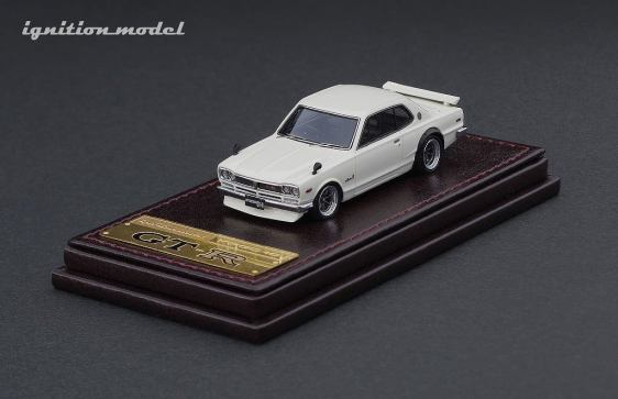 Ignition-Model-Nissan-Skyline-2000-GT-R-KPGC10-blanc-001