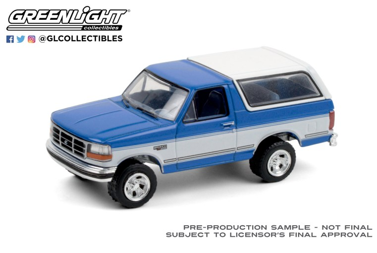 GreenLight-Collectibles-Blue-Collar-8-1992-Ford-Bronco-XLT-Bright-Regatta-Blue-and-White