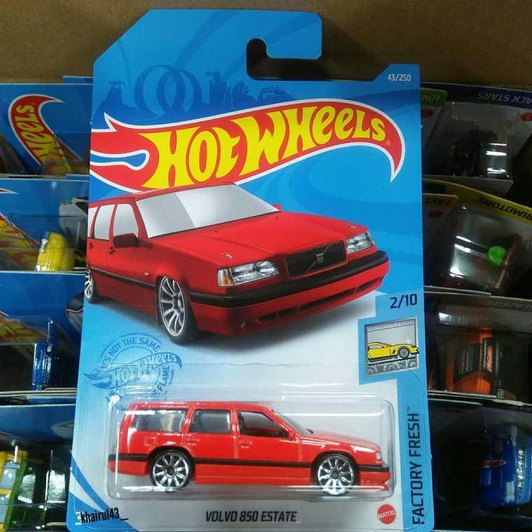 Hot-Wheels-Mainline-2021-Volvo-850-Estate-001