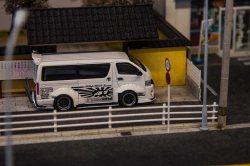 Tarmac-Works-Toyota-Hiace-Widebody-001