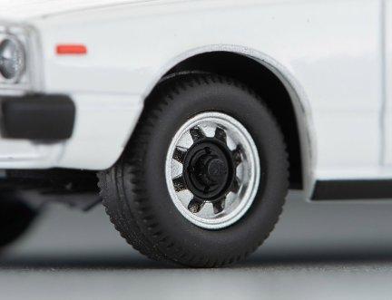 Tomica-Limited-Vintage-Neo-Nissan-Skyline-GT-EX-Blanc-004