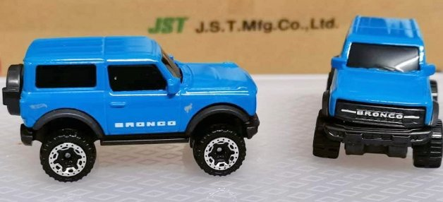 Hot-Wheels-2021-Ford-Bronco-003