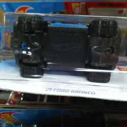 Hot-Wheels-2021-Ford-Bronco-006