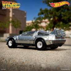 Hot-Wheels-Back-To-The-Future-Time-Machine-35th-anniversary-006